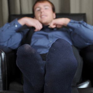 bare male foot fetish