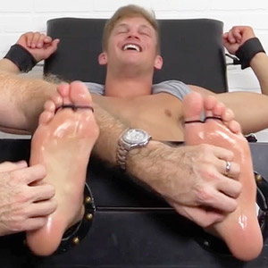 bare male feet fetish